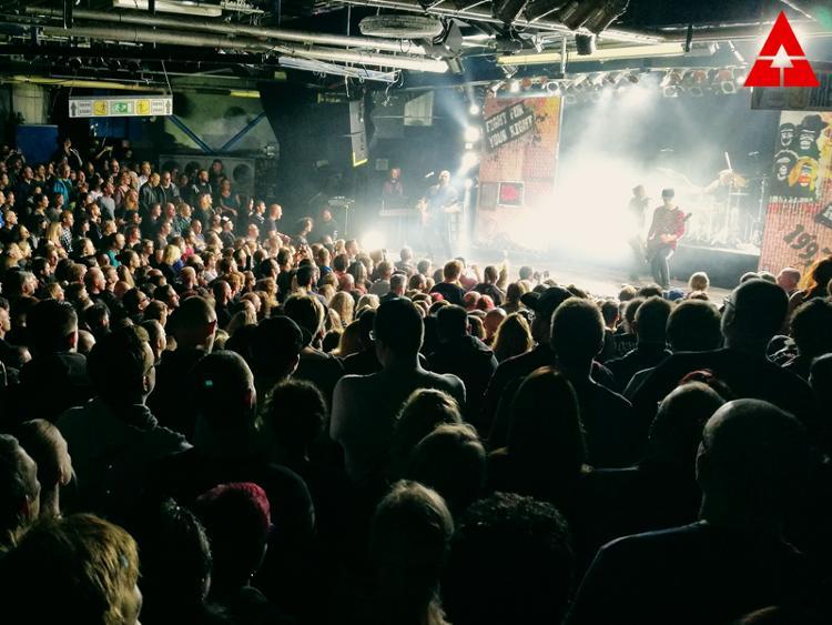 Photo zu (08.10.2017): GUANO APES, ALEX MOFA GANG - München - Backstage