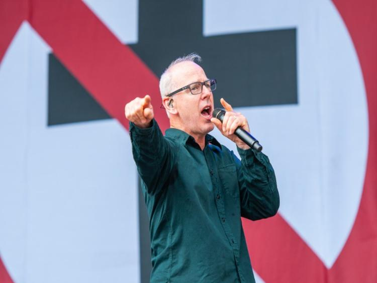 Photo zu 23.05. - BAD RELIGION - Bielefeld, Lokschuppen