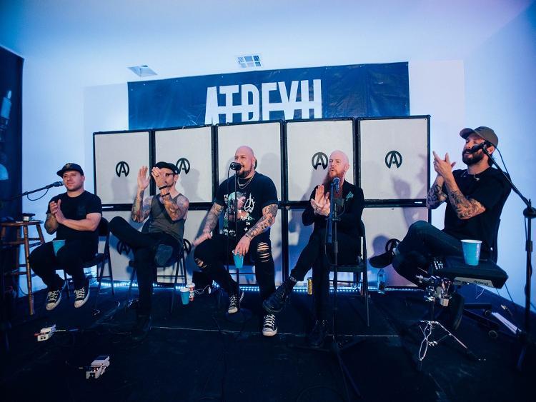 Photo zu ATREYU - Gitarrist Travis Miguel im Interview