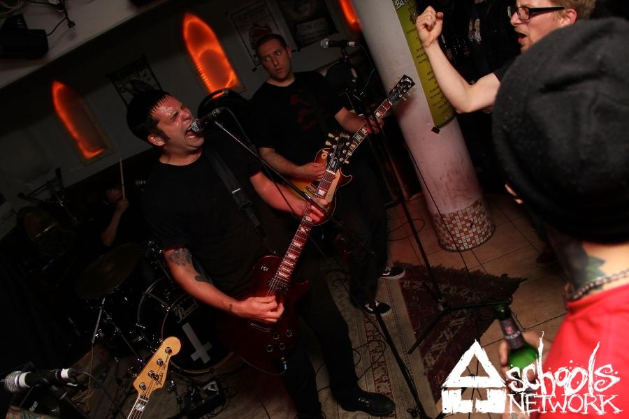 Photo zu 24.04.2012: Off With Their Heads, Subwaste - Bei Chez Heinz, Hannover